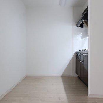 キッチンエリアもこんなに広々!(※写真は清掃前のものです)