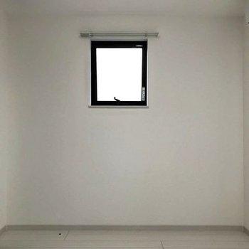 シンプルなお部屋に色を付けましょう