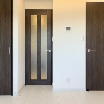 脱衣所は右側の扉です