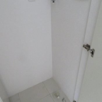 玄関横は洗濯機置き場