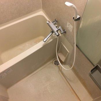 お風呂はサーモ水栓で温度調節簡単