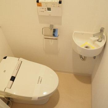 トイレには専用の手洗いがあります※写真は9階の同間取り別部屋のものです。