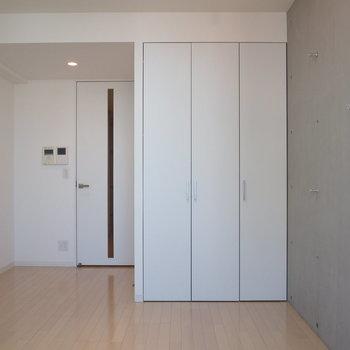 お部屋は7帖!※写真は9階の同間取り別部屋のものです。