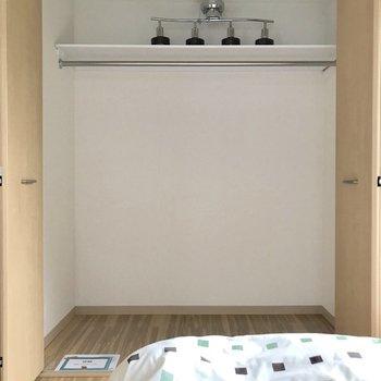 【洋室】収納もたっぷり。※写真は2階の反転間取り別部屋のものです