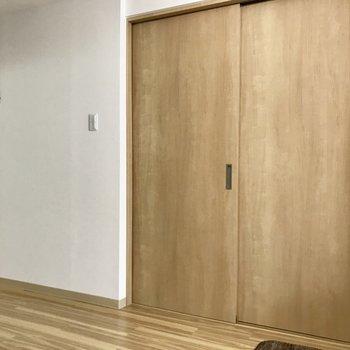 【LDK】もちろん扉を閉めることも。※写真は2階の反転間取り別部屋のものです