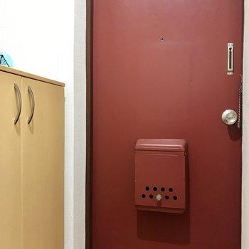 玄関はコンパクトに。※写真は2階の反転間取り別部屋のものです