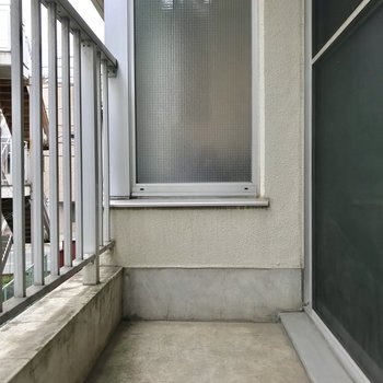 バルコニーでお洗濯物を※写真は2階の反転間取り別部屋のものです