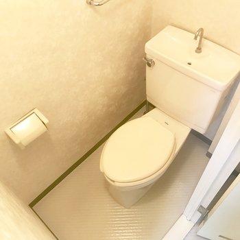 トイレは個室ですね。