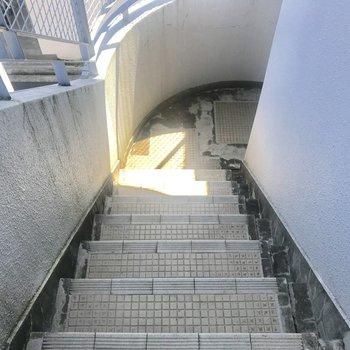 お部屋までは階段です。いい運動!