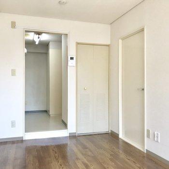 【洋室6.5帖】キッチンと空間を分けたい時はツッパリ棒でカーテンを。