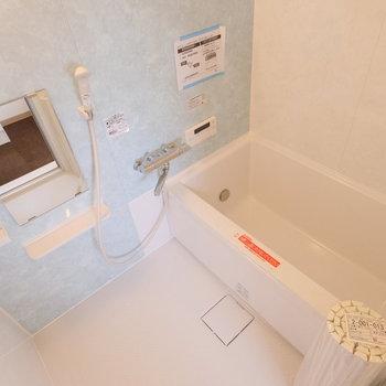 お風呂場も新品に交換されています。