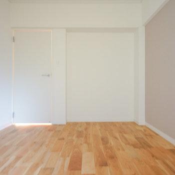 奥にオープンクローゼットも新設しますよ!※写真は同間取り203号室のものです