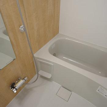 お風呂も取替え、追い焚き付きです!※写真は同間取り203号室のものです