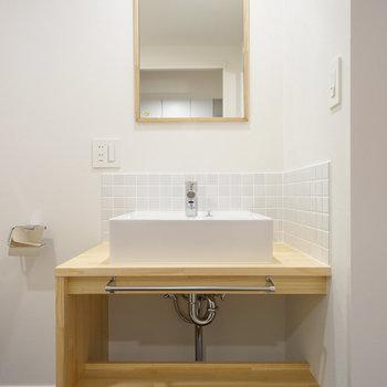 オリジナル洗面台も新設♪※写真は同間取り203号室のものです