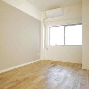 5.5帖の寝室はこちら!※写真は同間取り203号室のものです