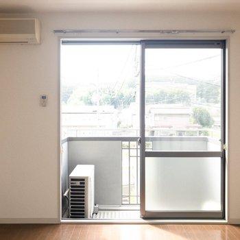 太陽の光が気持ちいいな。※写真は2階の同間取り別部屋のものです