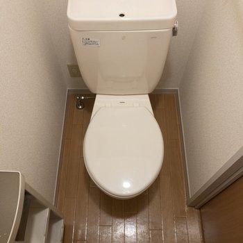 トイレはシンプルでお手入れしやすそう。※写真は2階の同間取り別部屋のものです