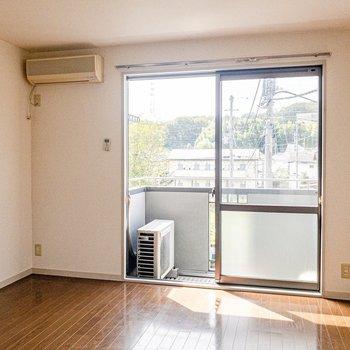 落ち着いた雰囲気のお部屋。※写真は2階の同間取り別部屋のものです