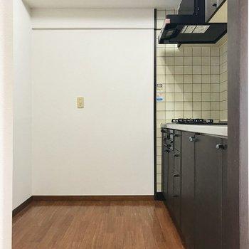 キッチンは奥まったところに。食器棚まで置けちゃうでしょ?