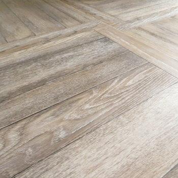 床が可愛いヘリンボーン