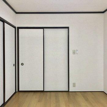 引き戸なので広くお部屋を使えますね