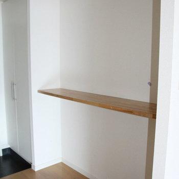 玄関にはカウンター※写真は2階の反転間取り別部屋のものです。