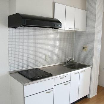 キッチンもデカイ!※写真は2階の反転間取り別部屋のものです。