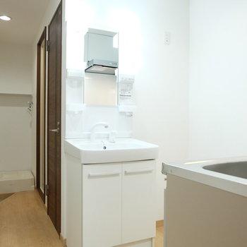 独立洗面ここにきたか※写真は4階の同間取り別部屋のものです