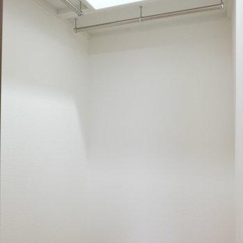 小さめだけどウォークインクローゼット※写真は4階の同間取り別部屋のものです