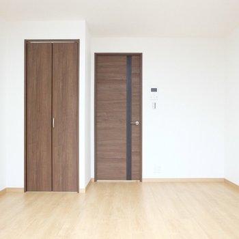シンプルっていいね※写真は4階の同間取り別部屋のものです