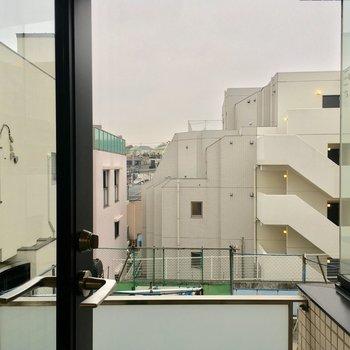眺望は住宅街ですね△※写真は2階の同間取り別部屋のものです