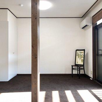 柱がお部屋の中央にあります。