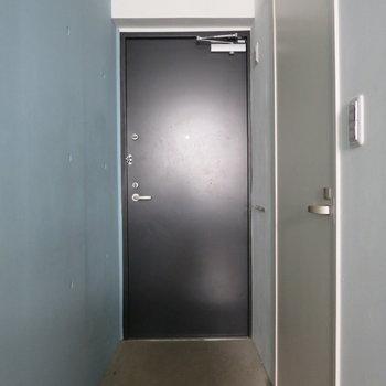 フラットな玄関スペースです※写真は通電前のものです