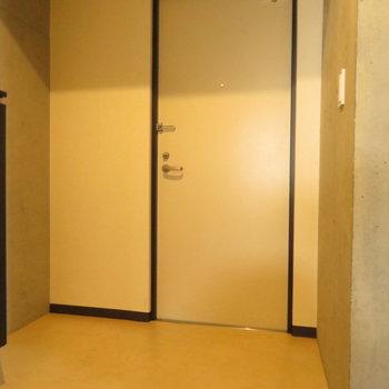 広めの玄関です