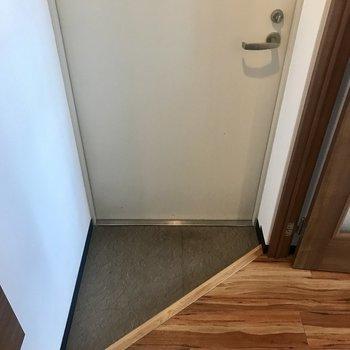 玄関狭め〜※写真は同間取り別部屋です