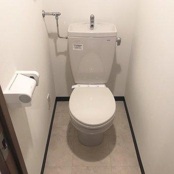 トイレはシンプル〜※写真は同間取り別部屋です