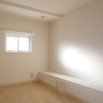窓もあるので光も入ります※写真は反転間取り別部屋です