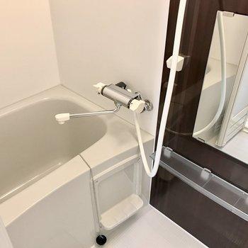 1人暮らし用にしてはゆったりしてますね。浴室乾燥機付き!(※写真は1階同間取り別部屋のものです)
