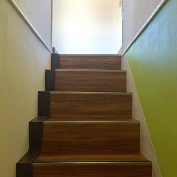 玄関入るとまた階段。