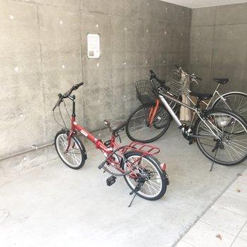 室内自転車置き場なので雨に濡れない!