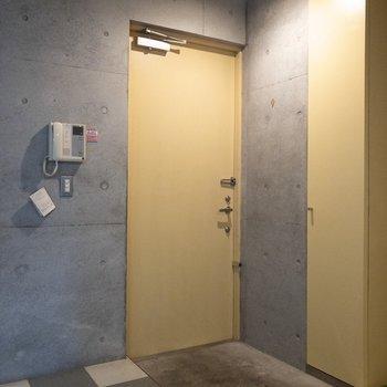 玄関はフラットタイプになっています。