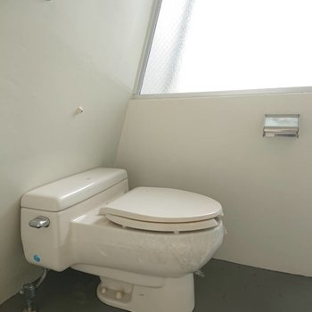 トイレ横がガラスだと明るいですね〜 ※写真は前回募集時のものです