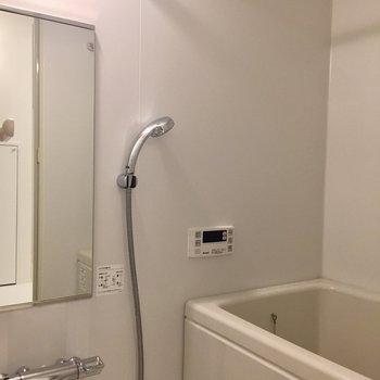 お風呂は浴室乾燥と追い焚き付き※写真は前回募集時のものです