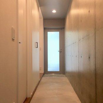 こちら1階の土間ああああ!奥の扉は玄関です※写真は前回募集時のものです
