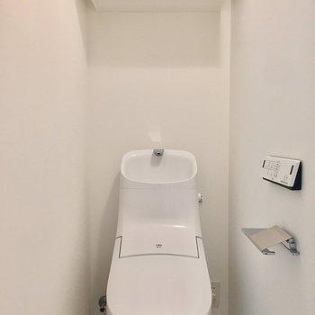 棚付きのトイレです。温水洗浄つき。※写真は前回募集時のものです