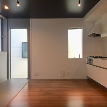 キッチンの横に窓が付いているのが嬉しい。※写真は前回募集時のものです