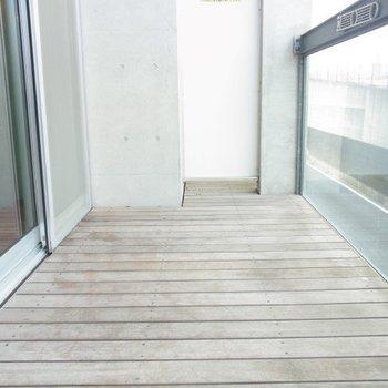 ベランダも広いです。※写真は3階の反転間取り別部屋のものです。