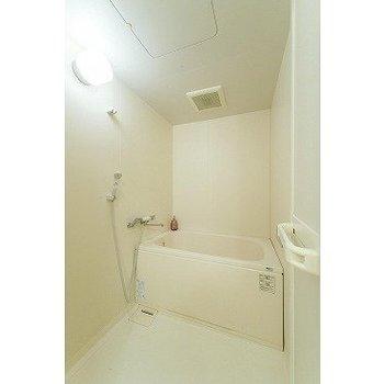 お風呂※写真は7階の反転間取り別部屋のものです