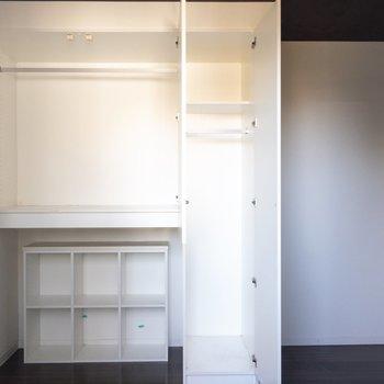 ベランダから見たお部屋。収納は小さめ?荷物は少なく、身軽に暮らそう。