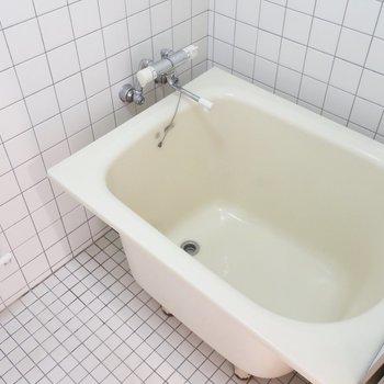 浴室はタイル使いがシンプルで素敵なのです